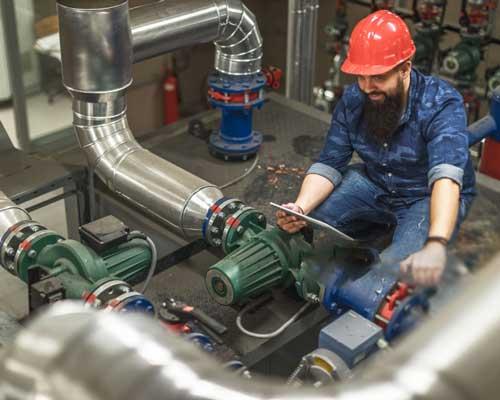 مهندسین در سیستم حرارت مرکزی و سیستم تاسیساتی